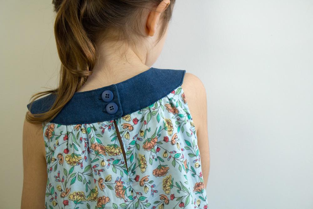 Vestido infantil com pala e botões - como costurar pala