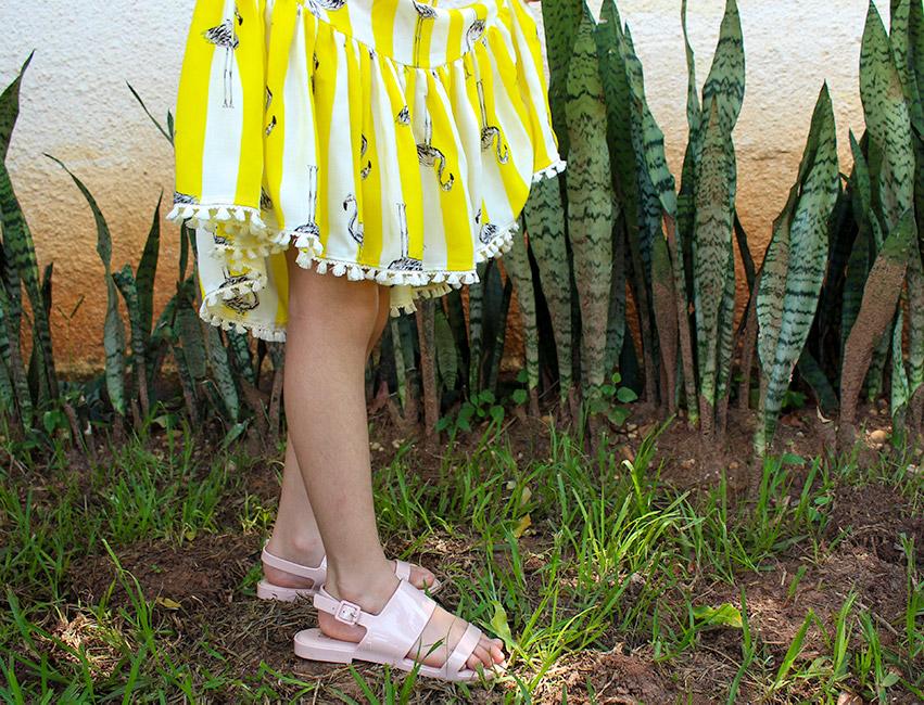 vestido infantil com barrado franzido e franjas - como costurar